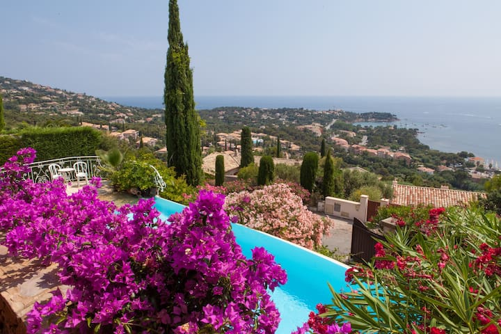 B&B Stunning 180deg SeaView & Pool - Saint-Raphaël - Bed & Breakfast
