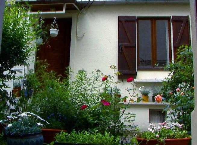 Little House in Montmartre - Paris - Haus