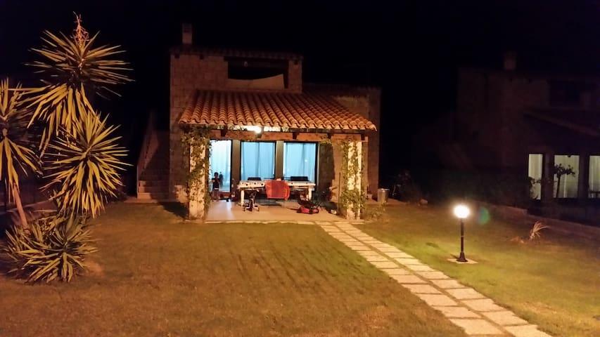 Villa Cala Sinzias a 300 Mt dal mare