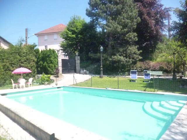85m2 centre ville, piscine, 4 pers - Pontarlier - Appartement