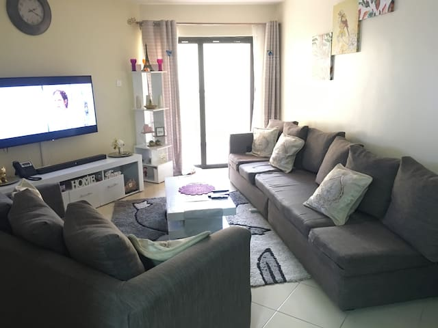 Fully furnished apartment w/ pool in madaraka.