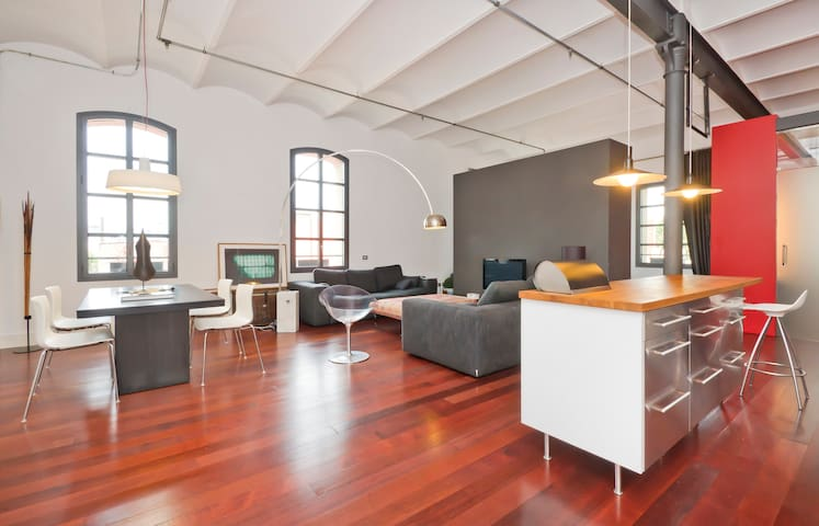 Sunny Loft in Barcelona 5' walk to the beach