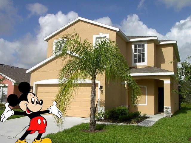 Mickey's Place,pool & games rm,wifi - Davenport - Casa
