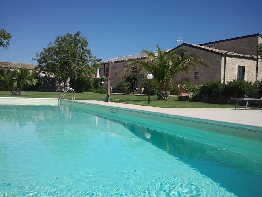 Uno scorcio dalla piscina della Masseria