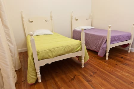 Phil's Haven Hostel - Twin Room - Funchal