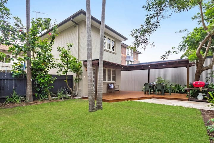 Manly garden apartment meters to the beach