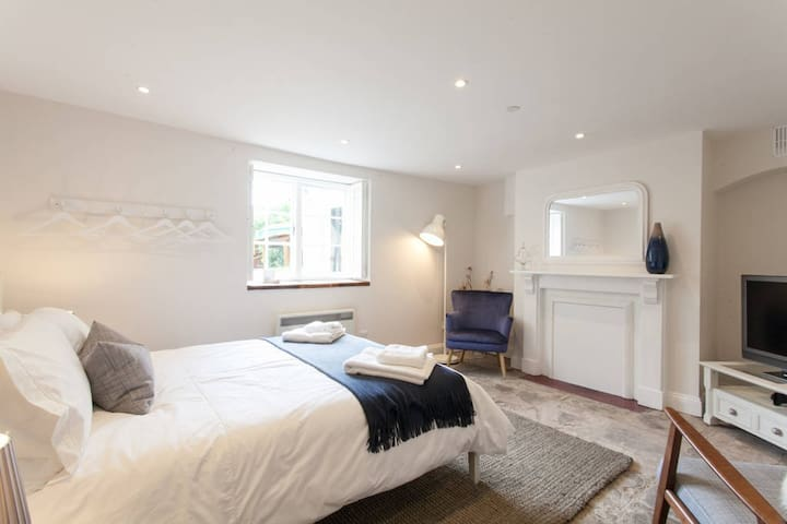 Spacious Boutique Apartment Clifton, King Size Bed