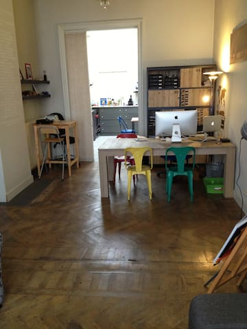 Large apartment close to Station - Antwerp - Apartamento