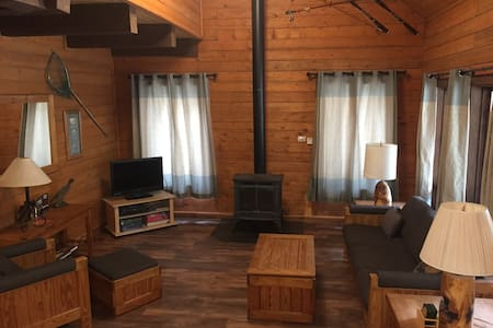 Rocky Top Log Cabin Open Year Round - Cabin 2