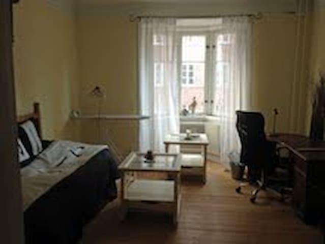 Centralt rum med separat ingång. - Malmö