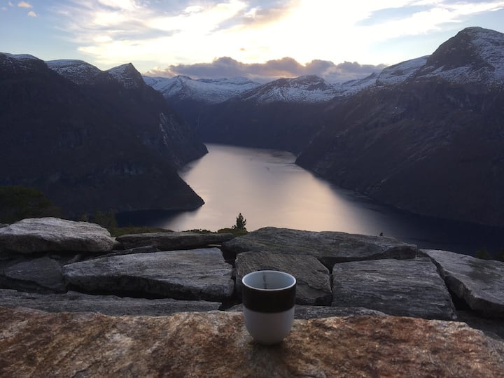 Hytte  med drømmeutsikt mot Geirangerfjorden