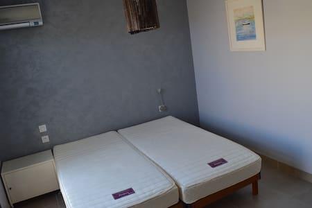 1 Chambre individuelle dans VILLA avec piscine - Saint-Laurent-de-la-Salanque - บ้าน