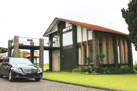 De Villa I Istana Bunga Lembang - Parongpong