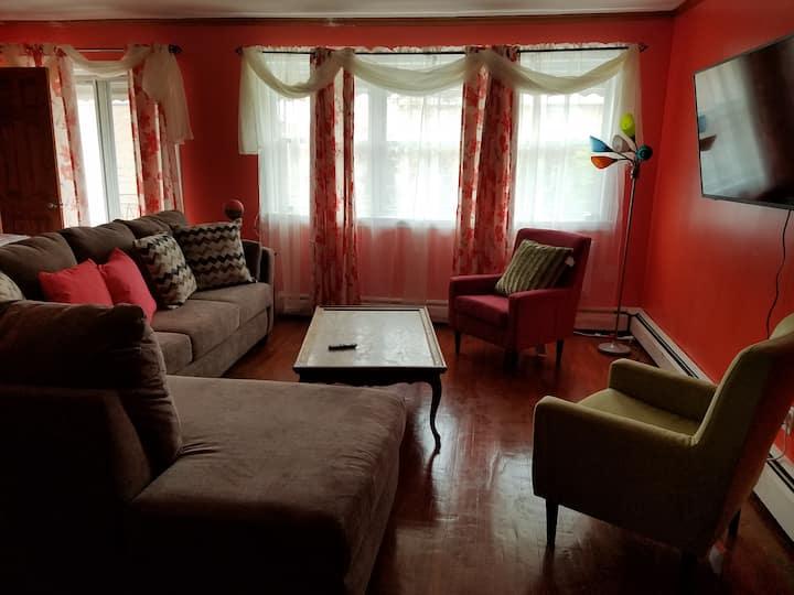 J & G Comfort Cove Luxurious King Room