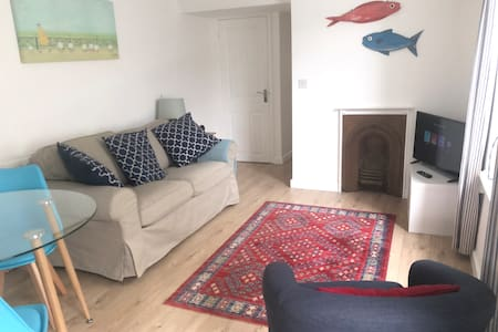 The Gylly - cosy 2 bedroom garden flat in Falmouth