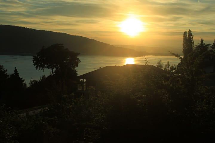 Vue imprenable sur le lac d'Annecy