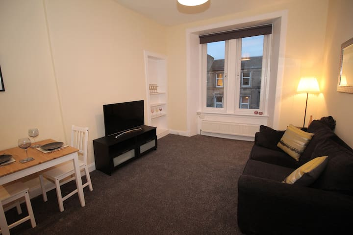 Attractive, refurbished 1-bed near city centre