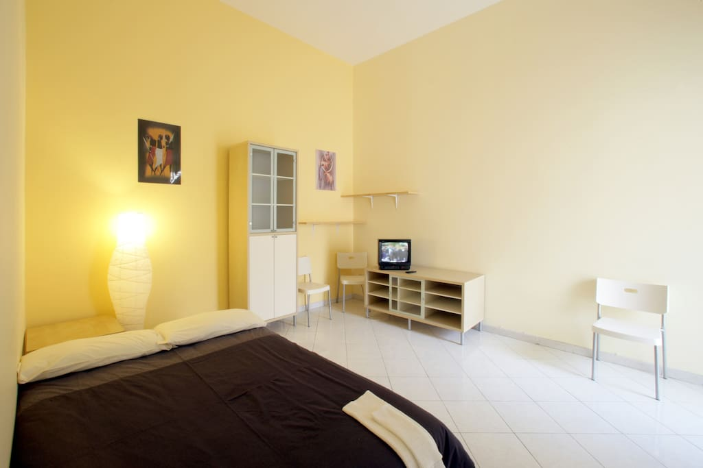 Appartamento: camera gialla - Apartment: yellow bedroom - Apartamento habitación amarilla