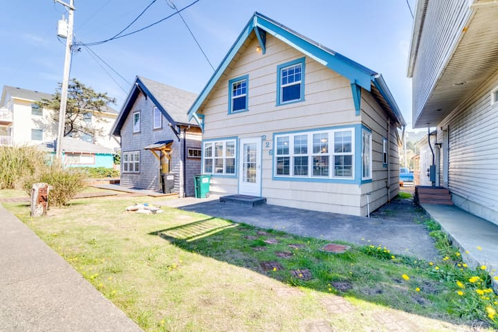 Dog-friendly home in the heart of town w/ entertainment & easy beach access