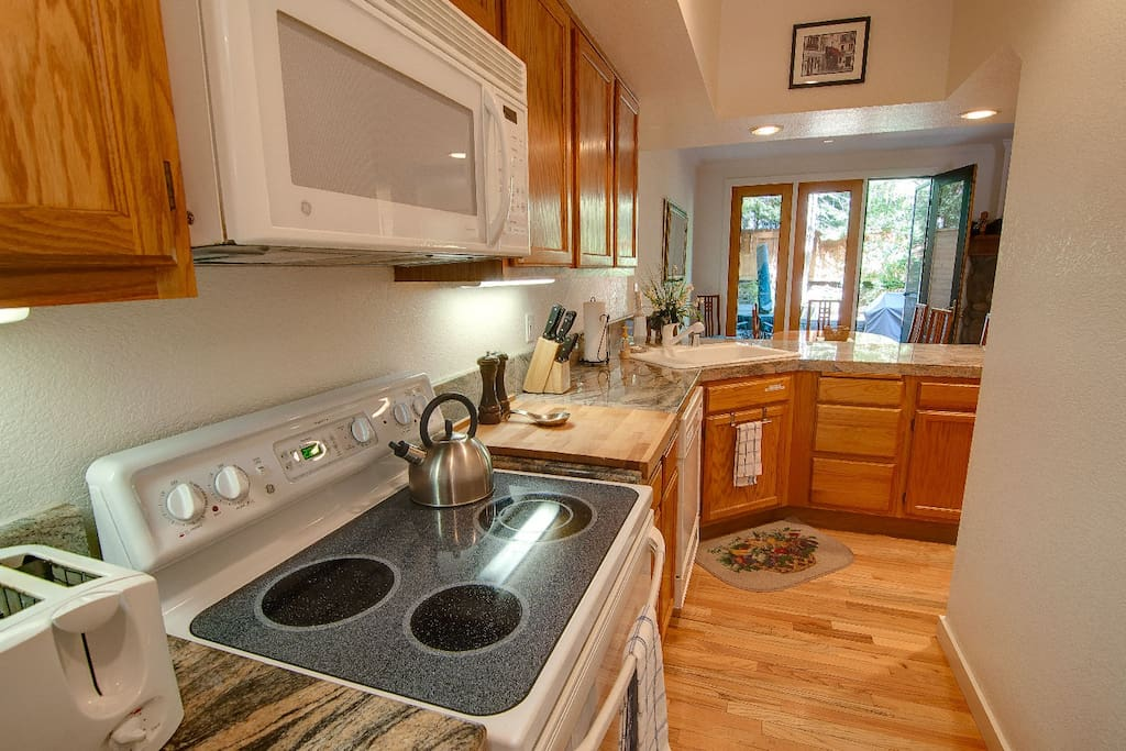 All Electric Kitchen with Newer Appliances and Granite Countertops - Well appointed