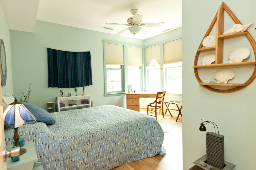 Private bedroom with Queen bed, luxury linens