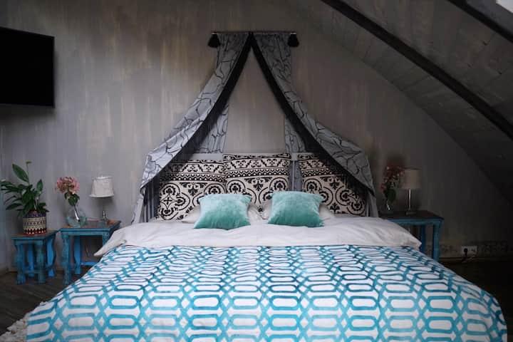 Boho room in domehouse