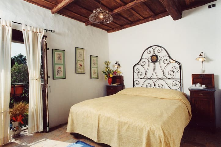 B&B with pool 2 Km far from Viterbo - Viterbo - Bed & Breakfast