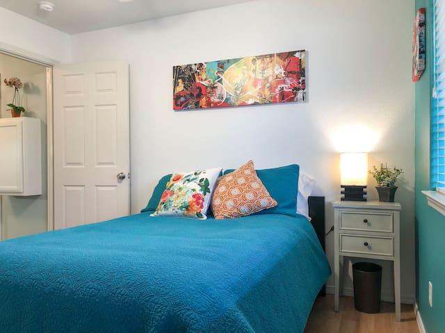 Bright Cozy Private Room and Bath