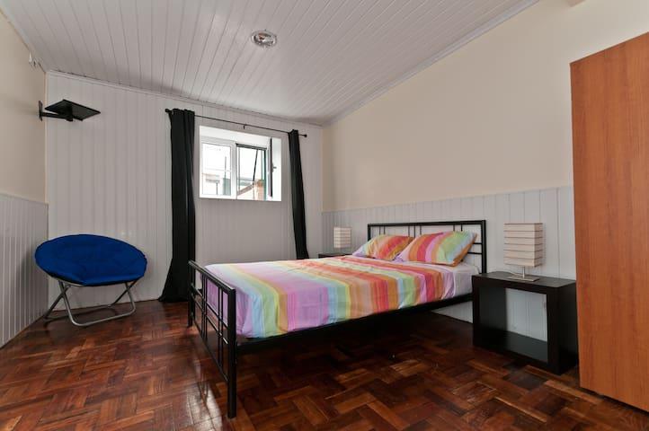 Phil's Haven Hostel - Couple's Room - Funchal - Bed & Breakfast