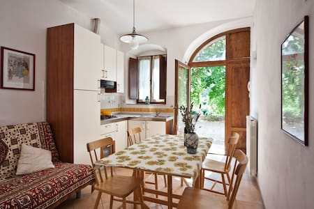 Apartment in the Tuscan countryside - Colle