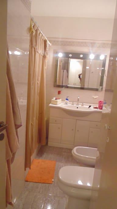 Baño completo (se comparte ducha)