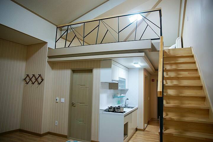 넓은 복층으로 설계된 편안한 객실 20평 복층 306호