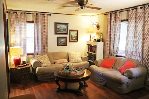 Cozy Greers Ferry Cabin - Fishing, Golf, & Boating