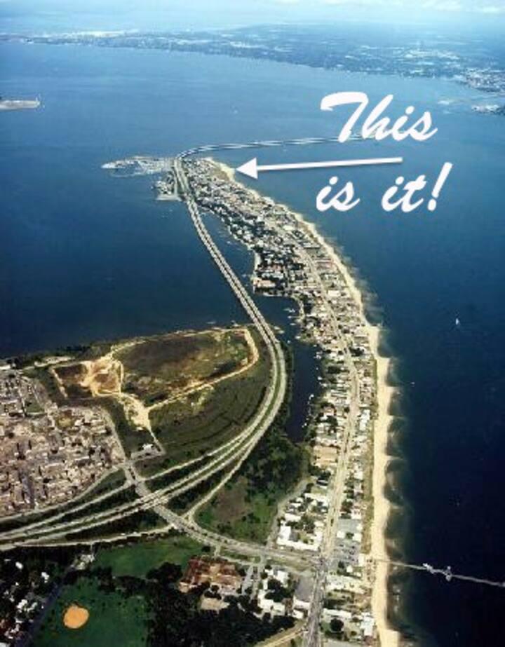 BEACH HOUSE! OVERLOOKS Bay & Ocean! Sleeps 5! Book