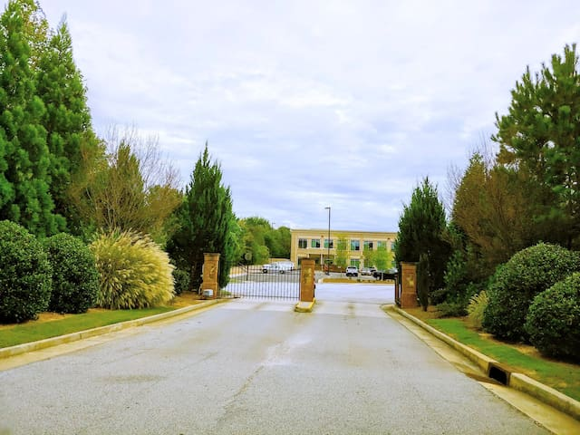Lovely GATED Community Near Airport