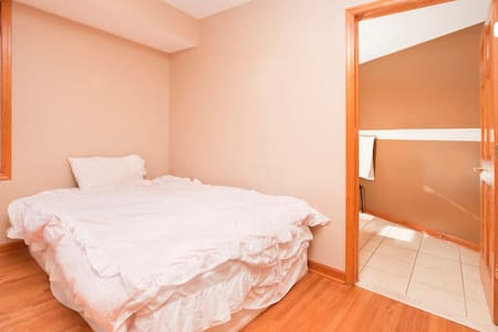 Bright room - Downtown JC - Room #1