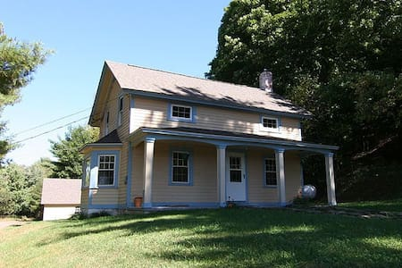 Farmhouse on 2 Acres, Catskills - Milanville - Hus