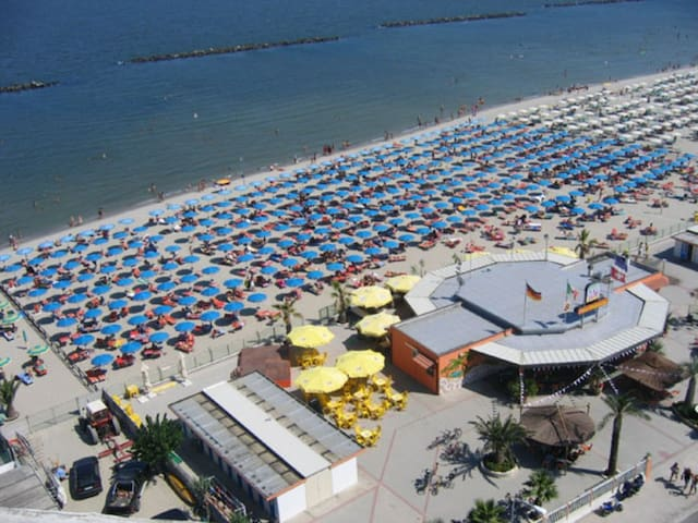 We rent two-room apartment in the central area in - Lido di Pomposa - Pis