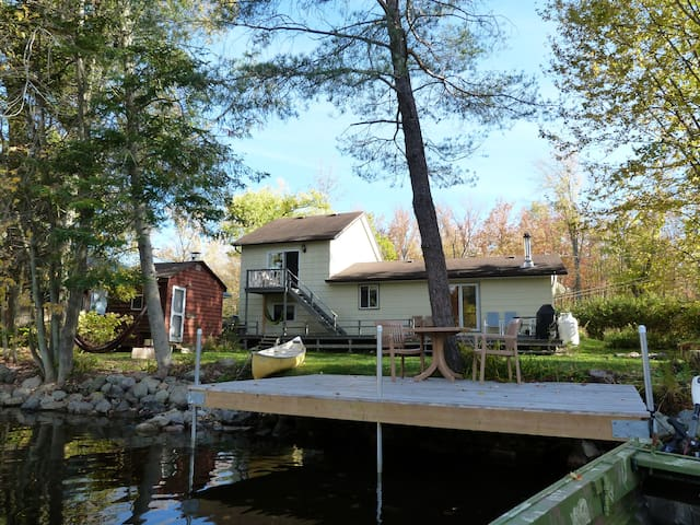 The Beaver Lodge - Waterfront Cottage
