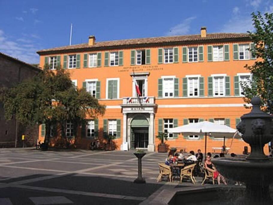 Place de la Mairie, Fréjus