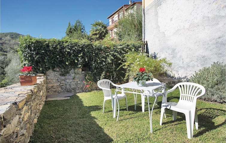 Holiday cottage with 1 bedroom on 38m² in Casanova Lerrone -SV-