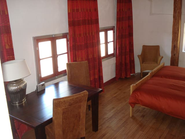 Cozy Suite, B&B, Meuse, € 59,00 - Dun-sur-Meuse - Bed & Breakfast
