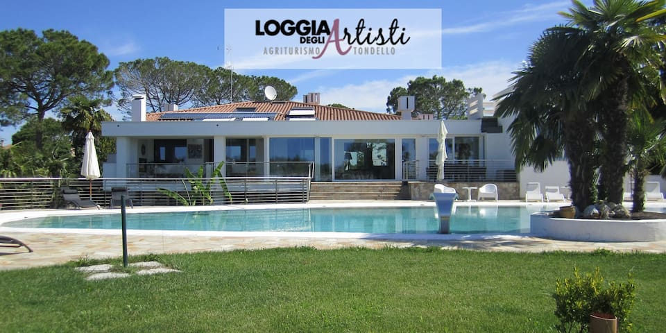 Agriturismo with Pool -Suite- Loggia degli Artisti