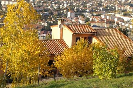 Gîte les hauts de Souloumiac - Millau - Lejlighed