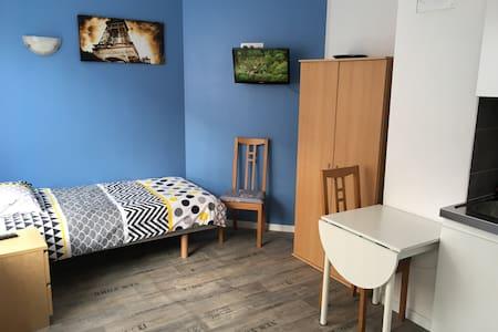 Studio 2 meublé situation idéale - Longwy - Appartement