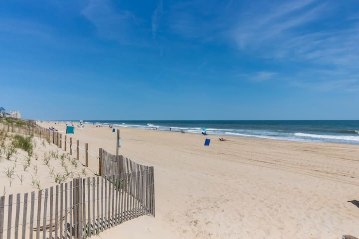 Oceanfront retreat w/direct beach access - near attractions & more