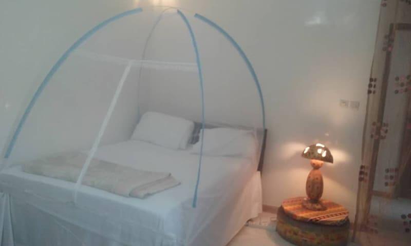 Chambre simple de luxe avec balcon