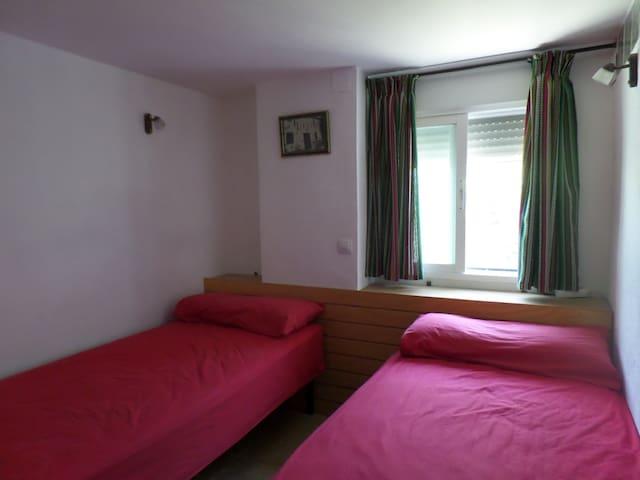 Habiatación 3, 2 camas individuales.