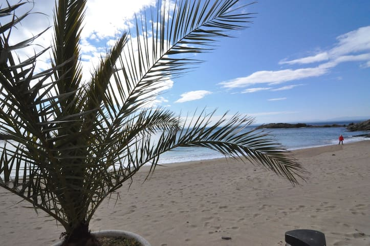 Spacious holiday hause semi-detached very well situated and equipped, ideal for a dream holiday on the beach of Almadraba.