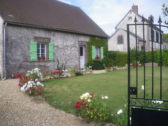 Maison chaleureuse 150m2 à 30 minutes de Chartres - Montireau - Dům